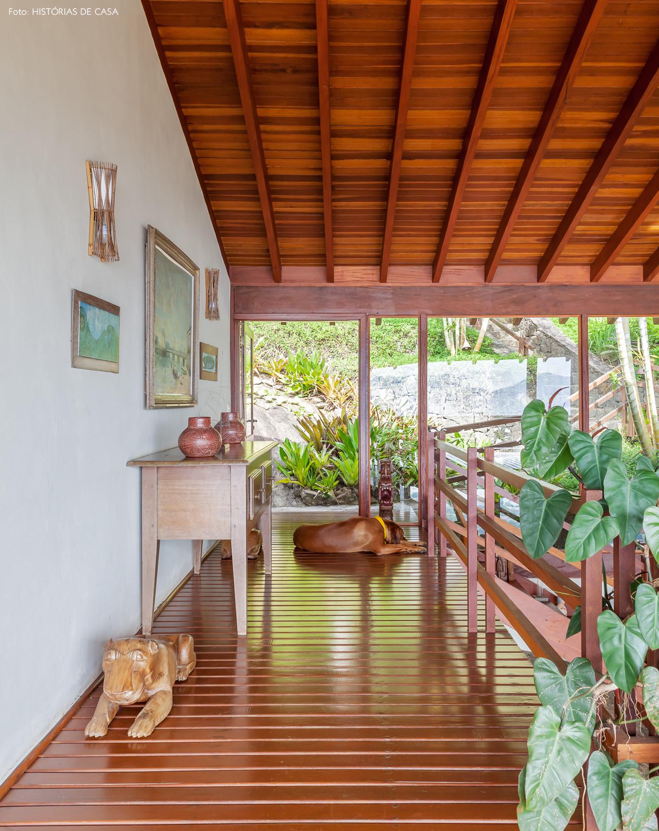22-decoracao-casa-de-praia-de-madeira-escada-artesanato