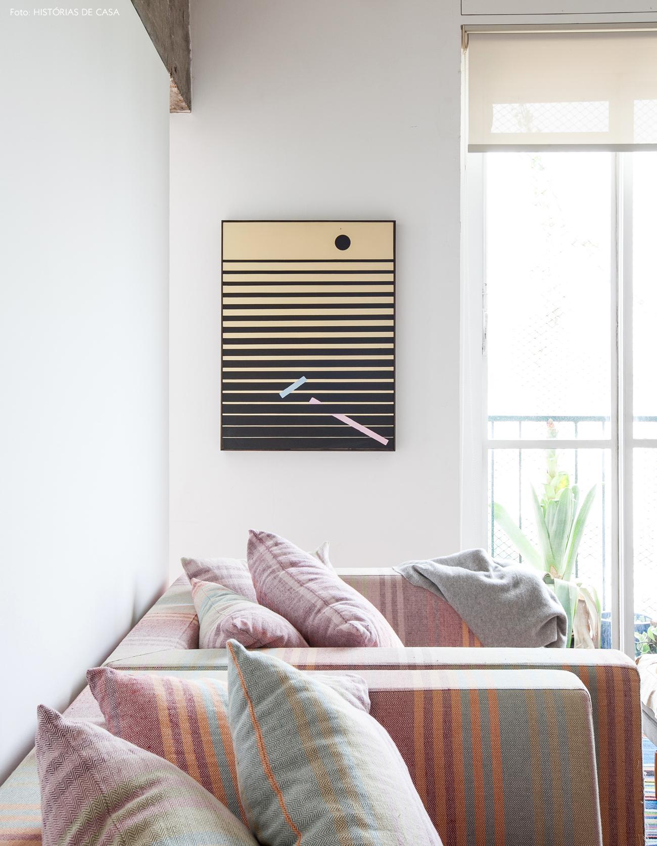 23-decoracao-sala-estar-poltronas-listradas-coloridas