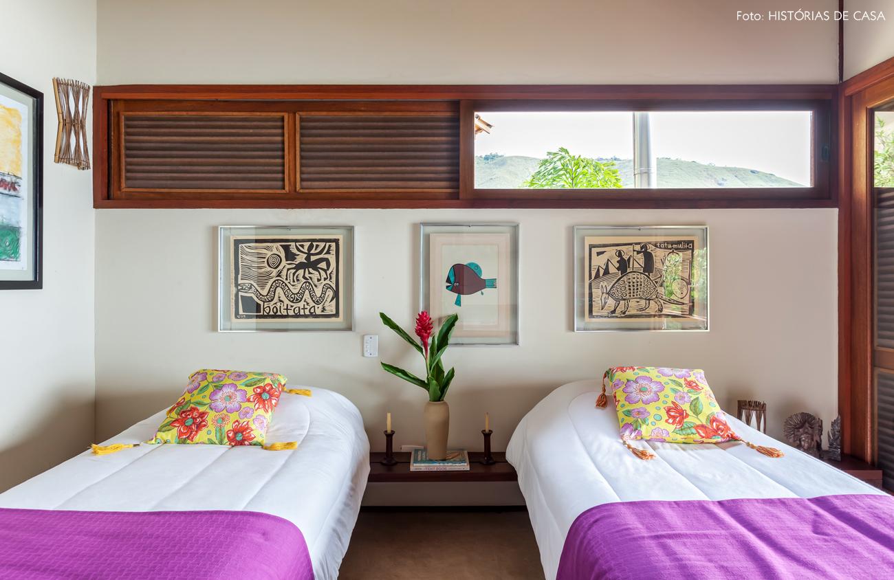 31-decoracao-casa-de-praia-de-madeira-quarto-cama-solteiro
