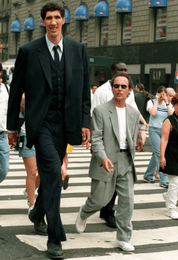Billy Cristal y Muresan en la película My Giant