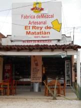 Autopistas en Oaxaca, se señalan palenques y tiendas para adquieir mezcal.