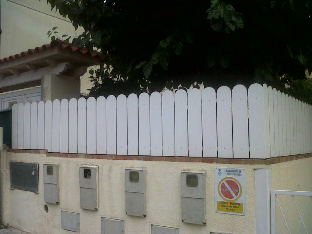 Montaje vallas de jard n bricolaje con vallas vinuesa - Valla jardin pvc ...