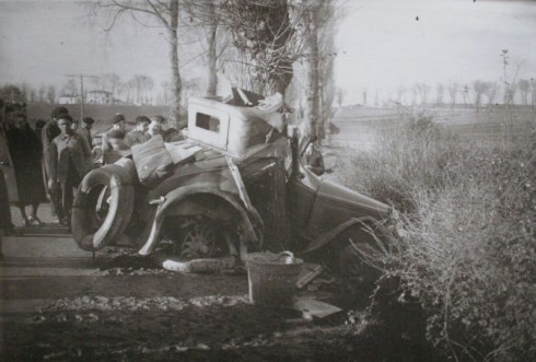 accidente-automovil-a-las-afueras-1933-ceferino-yanguasimg_196201
