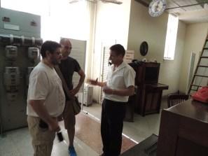 Ian Chaviano, responsable del museo, con nuestros amigos