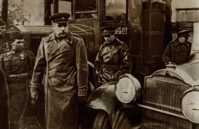 Командующий Ленинградским фронтом генерал-полковник Л. А. Говоров и начальник тыла Красной Армии генерал-полковник А. В. Хрулев. 1943 г.