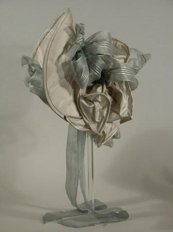 Profile of formal bonnet, 1820s