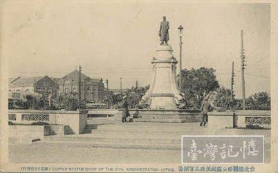 銅像與西門橢圓公園。來源:臺灣記憶。