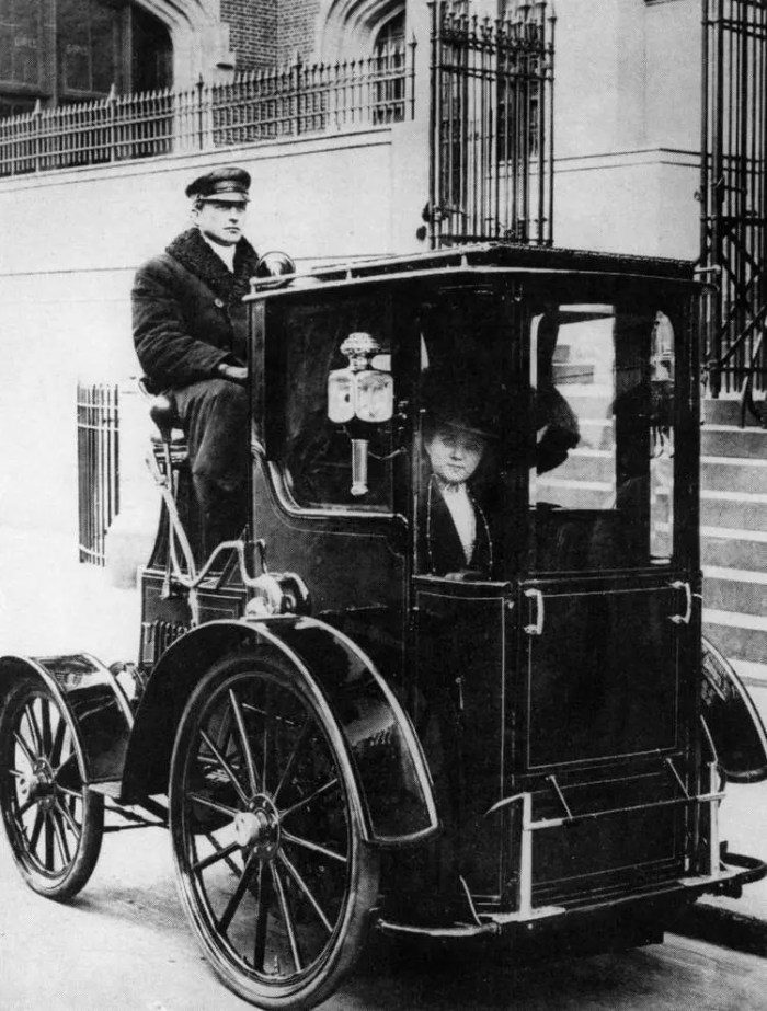 A woman in a taxi, NYC, 1910