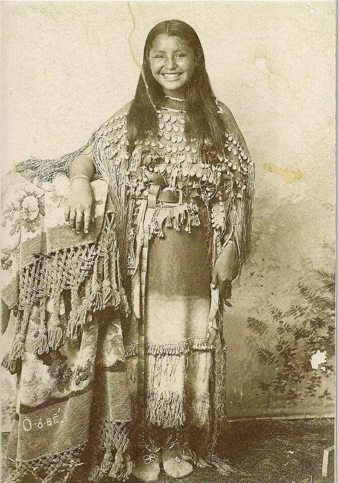 Portrait of O-o-be, a Kiowa Native American, circa 1895.