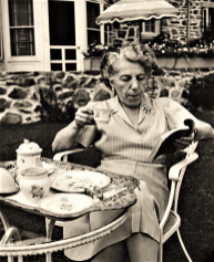 Novelist & Playright Edna Ferber lived on Maple Road during the 1940's and '50's.