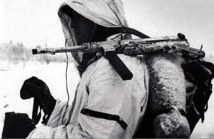 Soldat with winter camo and a white washed MP 40.