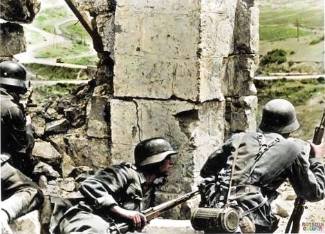 MG 34 machine gun team takes up position on the outskirts of Sevastopol in the Crimea, 1942.