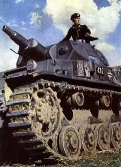 Panzerkampfwagen IV ausf.D (turmnummer 432) commanded by Oberleutnant (1st Lieutenant) Karl Hanke and assigned to the Panzer Regiment 25/7.Panzer Division under Generalmajor Erwin Rommel during the Battle of France. This propaganda photo appeared in Signal magazine in 1940.