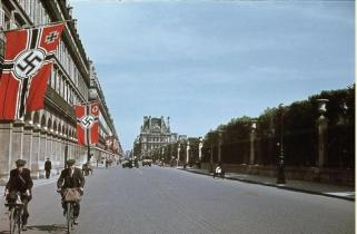 The streets in París lined with Swastika banner.