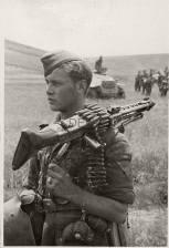 With a machine gun MG-42, soldat from the elite division Großdeutschland.