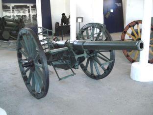 Russian gun 76 K/00 on display in the gun hall.
