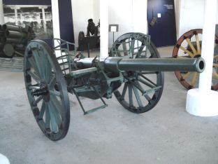 Russian gun 76 K/00 on display in the gun hall.