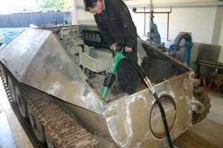 Removing the concrete in the rear end of the Hetzer for its restoration.