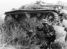German infantry and a supporting StuG III assault gun during the advance towards Stalingrad, September 1942.