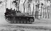 StuG III with soldaten.