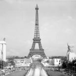 Speer's German pavilion (left) facing the Soviet pavilion (right), 1937 World's Fair, Paris.