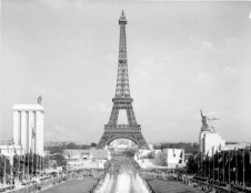 Speer's German pavilion (left) facing the Soviet pavilion (right), 1937 World's Fair, Paris.