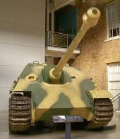 Front of early production Jagdpanther coated in Zimmerit, Imperial War Museum, London.