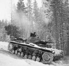 Panzer III in a wooded area at Kestenga in April 1942.