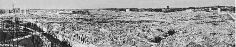 Warsaw c. 1950, still witness to the massive World War II destruction of the city. Northwest view: the Krasiński Gardens and ulica Świętojerska (St George Street) (left).