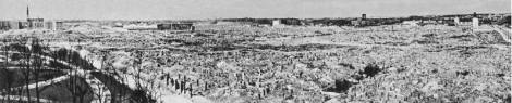 Warsaw c. 1950, still witness to the massive World War II destruction of the city. Northwest view: the Krasiński Gardens and ulica Świętojerska (St George Street) (left).