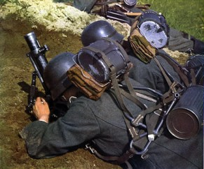 50mm Granatenwerfer 36, gunner and assistant are each equiped with Tragegestell 43 load carriers for transport of the mortar and ammunition cases.