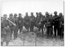 Soldaten honoring their comrades.