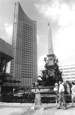 Uni-Riese (University Giant) in 1982. Built in 1972, it was once part of the Karl-Marx-University and is Leipzig's tallest building.