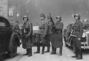 Jürgen Stroop (center, in a field cap) with his men in the burning of Warsaw Ghetto, 1943.