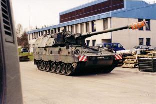 """The Panzerhaubitze 2000 (""""Armoured howitzer 2000"""")."""
