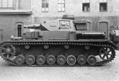 The short-barreled Panzer IV Ausf. F1.