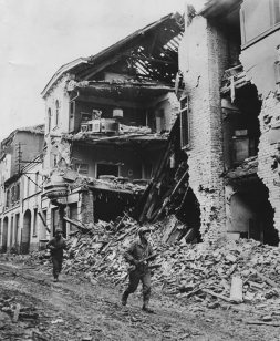 American 9th Army Soldiers in Linnich, Germany December 1944.