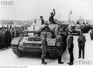 A column of StuG-IV in the streets of Thessaloniki, Greece in April 1944 .