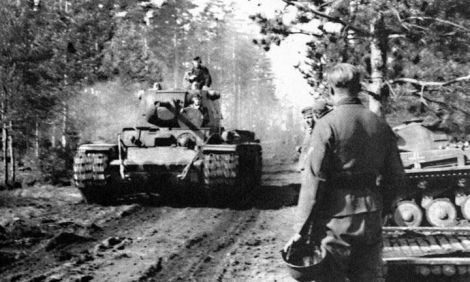 Captured KV-1 and a PzKpfw II of the 8th Panzer Division.