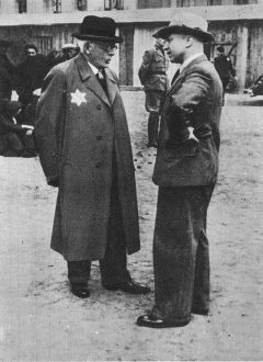 Hans Biebow (right) and Chaim Rumkowski in the Łódź Ghetto.