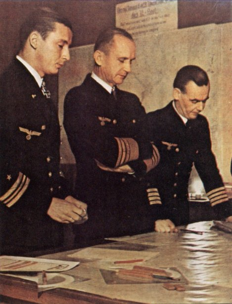 From left to right: Adalbert Schnee, Karl Dönitz and Eberhard Godt.