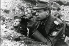Erich Bärenfänger observing the movements of the enemy.