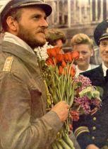 Fregattenkapitän Erich Topp at a welcoming ceremony.