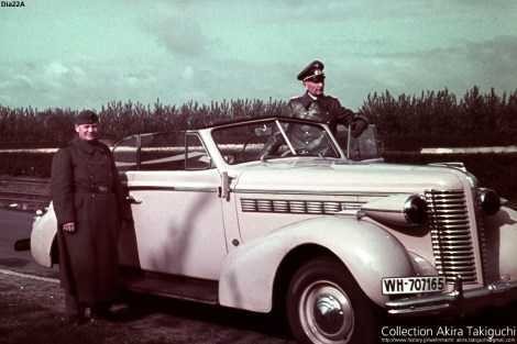Generalleutnant Hermann-Meyer Rabingen with his Buick special 1938.