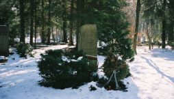 The grave of Paul Hausser.