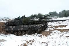 Kampfpanzer Leopard 2A6 des Panzerbataillon 104 im Bereitstellungsraum.