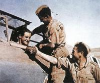 Hans-Joachim Marseille with his crew.