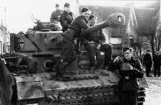 SS Panzer IV and crew.