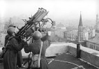 Soviet anti-aircraft gunners on the roof of the Moskva hotel.