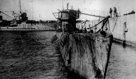U-977 moored at Mar del Plata naval base.